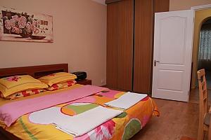 LUX-apartment for 7 Pechersk, Dreizimmerwohnung, 002