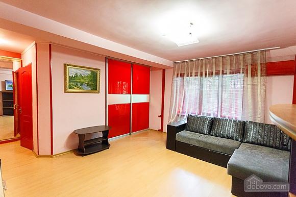 Затишні апартаменти в центрі з новим ремонтом, 2-кімнатна (81850), 001