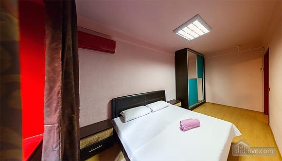 Затишні апартаменти в центрі з новим ремонтом, 2-кімнатна (81850), 005