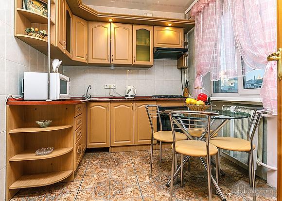 Уютная квартира, 3х-комнатная (70741), 002