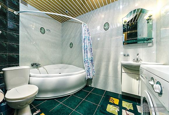 Уютная квартира, 3х-комнатная (70741), 003