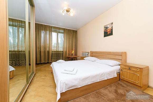 Уютная квартира, 3х-комнатная (70741), 001