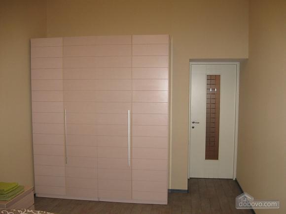 Квартира возле Оперного театра, 2х-комнатная (17908), 007