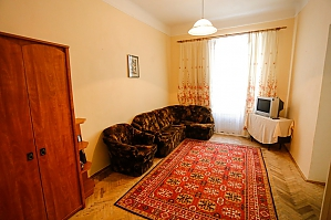 The apartment is five minutes from the Opera House, Two Bedroom, 002