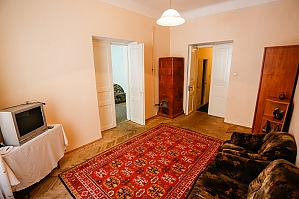 The apartment is five minutes from the Opera House, Two Bedroom, 003