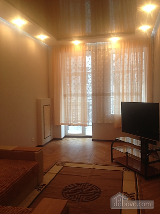 Apartment in the city center, One Bedroom (40100), 002