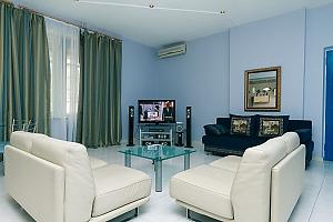Квартира в історичному будинку в центрі міста, 4-кімнатна, 001