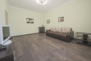 Уютная квартира в центре, 2х-комнатная, 002