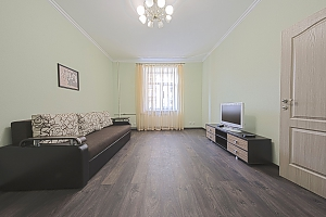 Уютная квартира в центре, 2х-комнатная, 003