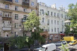 Уютная квартира в центре, 2х-комнатная, 008
