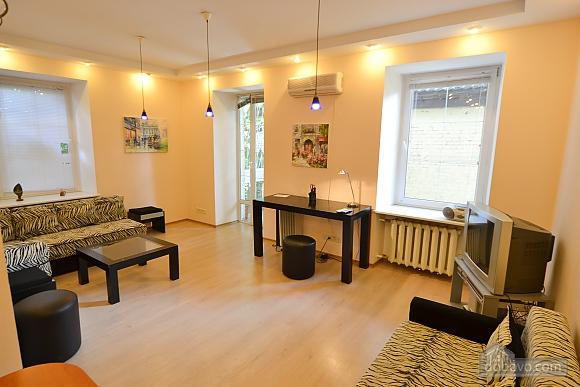 Чудова квартира біля Майдану, 3-кімнатна (28205), 004