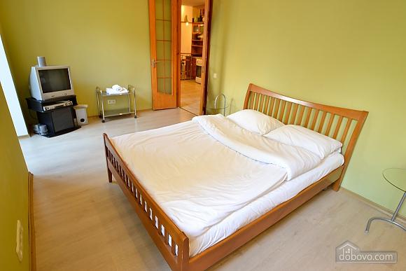 Чудова квартира біля Майдану, 3-кімнатна (28205), 001