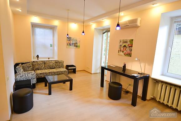 Чудова квартира біля Майдану, 3-кімнатна (28205), 005