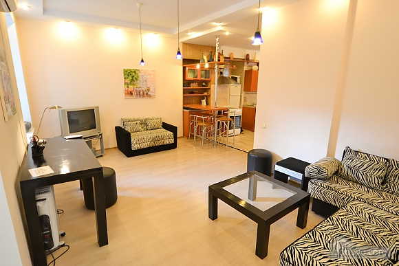Чудова квартира біля Майдану, 3-кімнатна (28205), 006