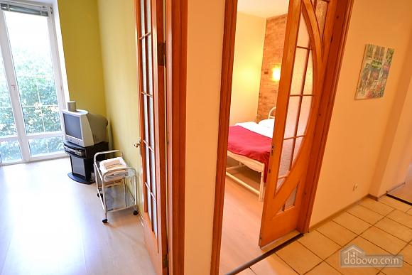 Чудова квартира біля Майдану, 3-кімнатна (28205), 010