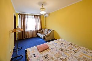 Простора квартира в центрі Києва, 2-кімнатна, 003