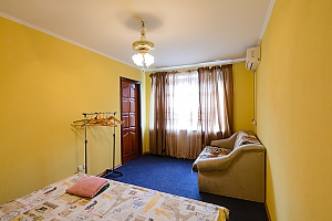 Простора квартира в центрі Києва, 2-кімнатна, 004