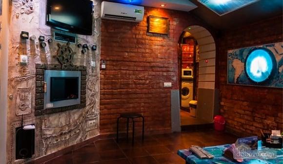 Ексклюзивна квартира в стилі батискафа, 2-кімнатна (17180), 002