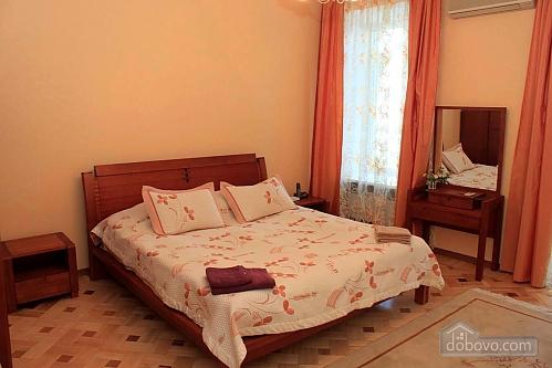 Квартира на вулиці Базарній, 4-кімнатна (95039), 001