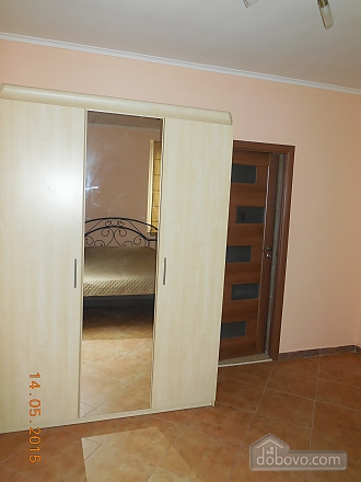 The private sector in the center of Truskavets. Total area - 76 sq.m. 1st room - bedroom with fireplace; 2nd room - living room with leather corner sofa bed; 3rd room-dining room. Cleaning is not included in the price. The kitchen is fully equipped., Una Camera (54194), 004