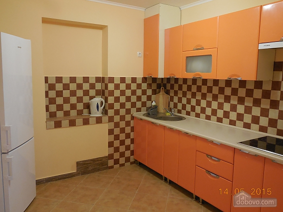 The private sector in the center of Truskavets. Total area - 76 sq.m. 1st room - bedroom with fireplace; 2nd room - living room with leather corner sofa bed; 3rd room-dining room. Cleaning is not included in the price. The kitchen is fully equipped., Una Camera (54194), 005