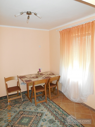 The private sector in the center of Truskavets. Total area - 76 sq.m. 1st room - bedroom with fireplace; 2nd room - living room with leather corner sofa bed; 3rd room-dining room. Cleaning is not included in the price. The kitchen is fully equipped., Una Camera (54194), 008