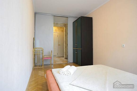 Чудова квартира на Майдані, 2-кімнатна (43541), 011