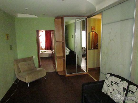 Квартира в минуте от метро Дружбы народов, 2х-комнатная (56228), 002