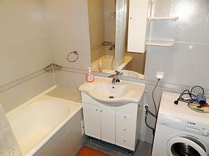 Затишна квартира на вулиці Бажана, 1-кімнатна, 008