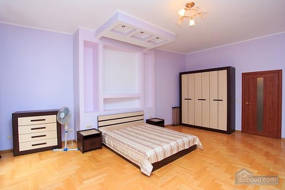 Квартира в самом центре, 1-комнатная (70857), 002