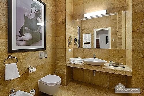 Комфортабельна квартира в центрі, 2-кімнатна (88880), 002