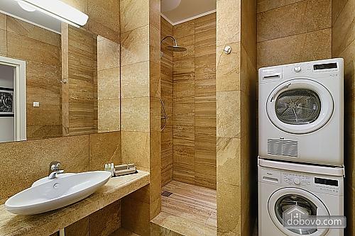 Комфортабельная квартира в центре, 2х-комнатная (88880), 003