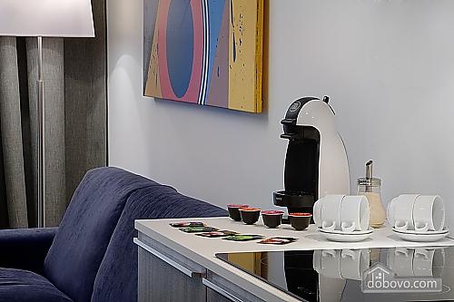 Комфортабельная квартира в центре, 2х-комнатная (88880), 004