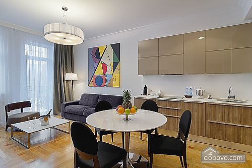 Комфортабельная квартира в центре, 2х-комнатная (88880), 005