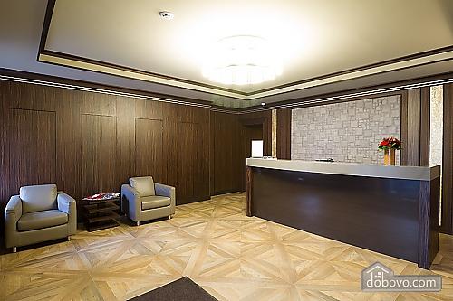 Комфортабельная квартира в центре, 2х-комнатная (88880), 006