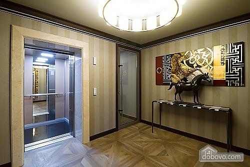 Комфортабельная квартира в центре, 2х-комнатная (88880), 007