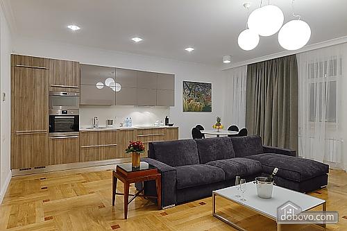 Затишна квартира в центрі, 2-кімнатна (21093), 002