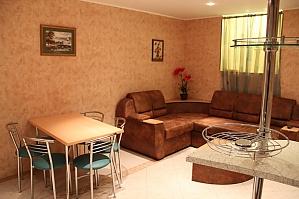 Квартира в тихом дворике, 2х-комнатная, 001