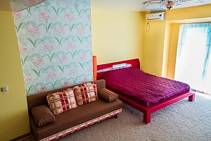 Apartment with a red bed, Monolocale, 001