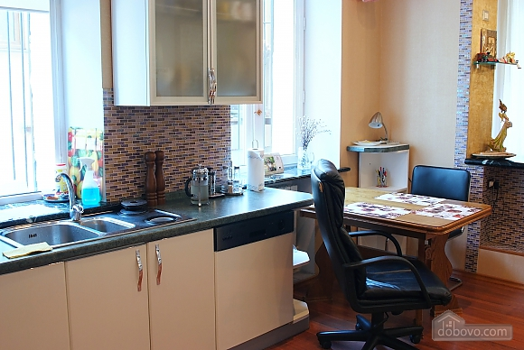 Beautiful and spacious apartment near Deribasivska, Vierzimmerwohnung (16142), 010