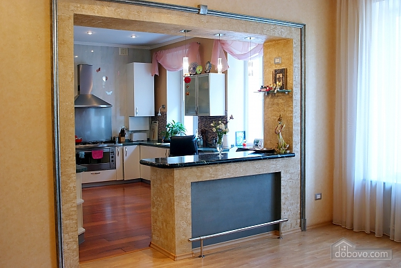 Beautiful and spacious apartment near Deribasivska, Vierzimmerwohnung (16142), 011