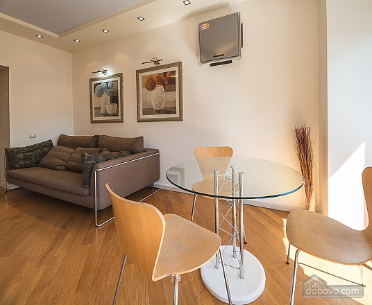 Light Jacuzzi one bedroom apartment with balcony and sofa bed, Un chambre (92521), 008