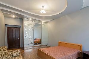 Квартира в центрі поряд з парком, 2-кімнатна, 001