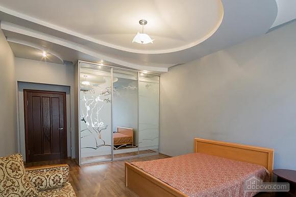 Квартира в центрі поряд з парком, 2-кімнатна (71488), 001