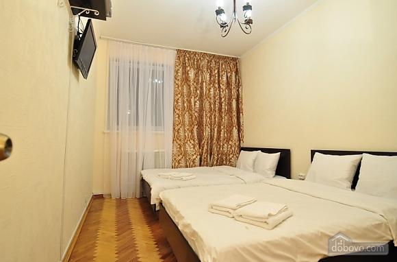 Уютные апартаменты в Киеве с общей кухней и уборной, 1-комнатная (88446), 001