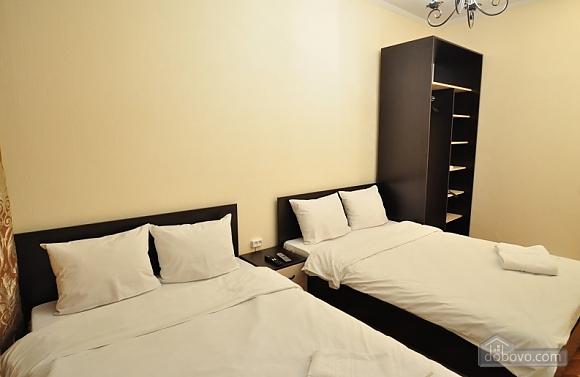 Уютные апартаменты в Киеве с общей кухней и уборной, 1-комнатная (88446), 005