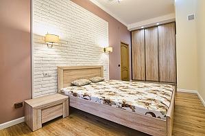 Квартира біля центру міста, 2-кімнатна, 004