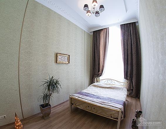 Красива квартира біля Оперного театру, 2-кімнатна (47889), 002