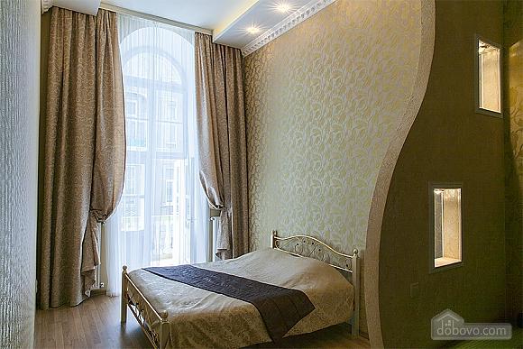Красива квартира біля Оперного театру, 2-кімнатна (47889), 004