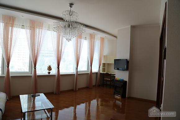 Квартира с видом на Аркадию, 2х-комнатная (99863), 002